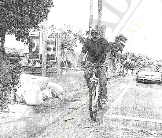 Ciclopista de Av. la Paz, Guadalajara, Jalisco, 2002 (Foto: El Informador, 15/Jul/2002)