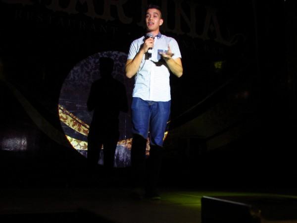 Daniel Flores.  Twitter: aunmentadodaniel